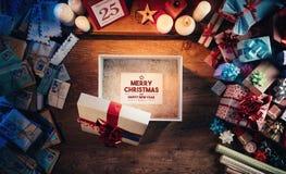 Mitteilung der frohen Weihnachten und des guten Rutsch ins Neue Jahr Stockfoto