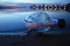 Mitteilung in einer Flasche Stockfoto