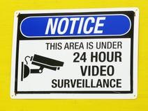 Mitteilung 24 Stunden-Video-Überwachung Stockbild