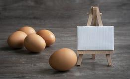 Mitteilung vom Essen von Eiern lizenzfreie stockbilder