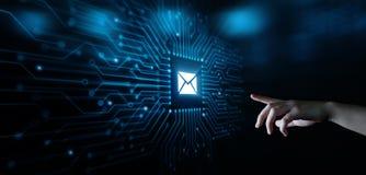 Mitteilungs-E-Mail-Post-Kommunikations-on-line-Chat-Geschäfts-Internet-Technologie-Netz-Konzept stockfotografie