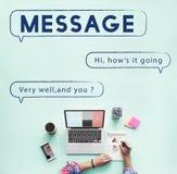 Mitteilungs-Textspeicherungs- und -verteilungchat-Kommunikations-Konzept Stockbild