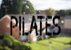 Mitteilungstexttitel, der Pilates zeigt Geschäftskonzept für die Eignungs-Balancen-Trainings-Übung geschrieben auf alten Ziegelst Lizenzfreies Stockbild
