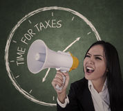 Mitteilungszeit für Steuern Lizenzfreie Stockfotos