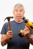 Mittelalter-Mann mit Hilfsmitteln Lizenzfreie Stockfotografie