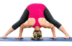 Mittelalterfrau, die Yogaübungen tut Lizenzfreies Stockfoto