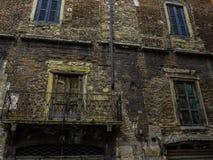 Mittelalterliche Backsteinmauer Stockbilder