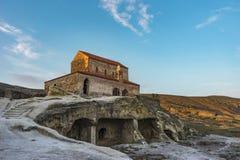 Mittelalterliche Basilika über den Steinhöhlen, Uplicthe, Georgia lizenzfreie stockbilder