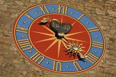 Mittelalterliche Borduhr auf dem Kontrollturm Lizenzfreies Stockbild