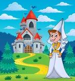 Mittelalterliche Dame nahe Märchenschloss Stockbild