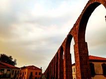 Mittelalterliche europäische Abtei und Aquädukt Kloster von Santa Clara I Lizenzfreie Stockbilder