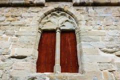 Mittelalterliche Fenster in Carcassonne die verstärkte mittelalterliche Zitadelle gelegen in der französischen Stadt von Carcasso lizenzfreie stockfotos