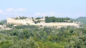Mittelalterliche Festung in Süd-Frankreich stock video