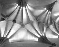 Mittelalterliche gewölbt Schwarzweiss-Decke lizenzfreie stockbilder