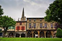 Mittelalterliche hölzerne Fassade Mirapoix Südfrankreich stockbilder