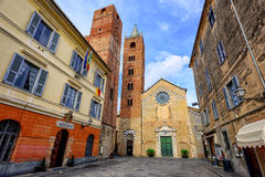 Mittelalterliche historische Stadt Albenga, Ligurien, Italien stockbilder