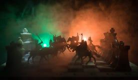 Mittelalterliche Kampfszene mit Kavallerie und Infanterie auf Schachbrett SchachBrettspielkonzept von Geschäftsideen und Wettbewe stockbilder