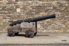 Mittelalterliche Kanone auf hölzerner Lafette Stockbild
