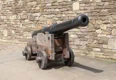 Mittelalterliche Kanone auf hölzerner Lafette Lizenzfreies Stockbild