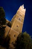 Mittelalterliche Kathedrale bis zum Nacht Stockfotografie