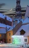 Mittelalterliche Kirche und kleines Yard in altem Riga, Lettland Stockfoto