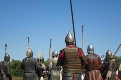 Mittelalterliche Krieger während des historischen Festivals Stockbilder