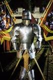 Mittelalterliche Rüstung auf einem Stand Stockfoto