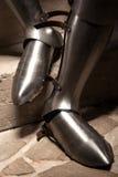 Mittelalterliche Rüstungsschuhe Stockfotografie