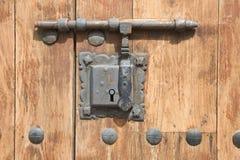 Mittelalterliche rostige Verriegelung lizenzfreie stockbilder