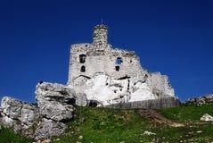 Mittelalterliche Ruinen von Mirow ziehen sich, mittelalterliche Ruinen Polens von Mirow-Schloss, Polen zurück Stockbild