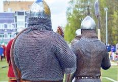 Mittelalterliche russische Krieger, die Kettenrüstung tragen Lizenzfreies Stockfoto