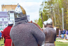 Mittelalterliche russische Krieger, die Kettenrüstung tragen Lizenzfreies Stockbild