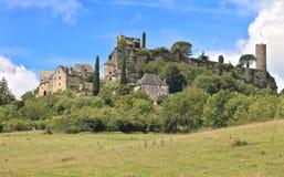 Mittelalterliche Schlosswände und Kontrolltürme, Turenne, Frankreich Stockfotografie