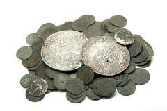 Mittelalterliche Silbermünzen stockbild