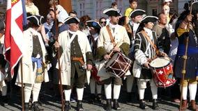 Mittelalterliche Soldaten auf der Straße Timisoara, Rumänien 3 stock footage
