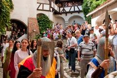 Mittelalterliche Soldaten Draculas am Schloss Lizenzfreies Stockbild