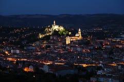 Mittelalterliche Stadt bis zum Nacht Stockbild
