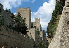 Mittelalterliche Stadt der Stadtmauer von Rhodos stockfotos
