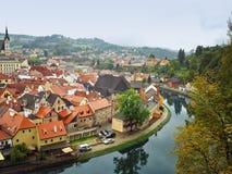 Mittelalterliche Stadt Krumlov auf die Moldau-Fluss Stockbild