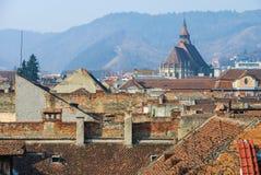 Mittelalterliche Stadt mit gotischer Kirche Lizenzfreies Stockfoto