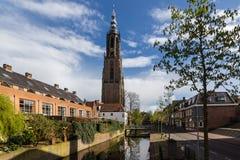 Mittelalterliche Stadtmauer Koppelpoort Amersfoorts und der Eem-Fluss Lizenzfreie Stockfotografie