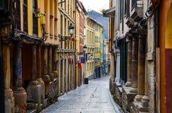 Mittelalterliche Straße in Aviles Stockfotos