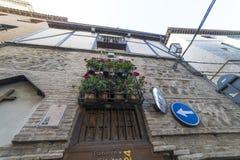 mittelalterliche Straße in der spanischen Stadt Toledo (UNESCO-Welt-herita lizenzfreie stockbilder