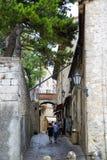 Mittelalterliche Straße San Marino, alte Weinleselaterne auf den Wänden Ich stockbilder
