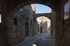 Mittelalterliche Straßen von Rhodos stockbild
