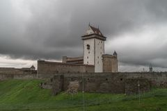 Mittelalterliche Verstärkung, Sommerabend lizenzfreie stockfotografie