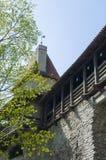 Mittelalterliche Verteidigungswand mit Kontrollturm Stockfotos