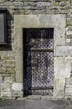 Mittelalterliche verzierte Tür, Malmesbuty Stockfotos