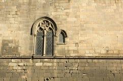 Mittelalterliche Wand mit Fenster. Barcelona Lizenzfreie Stockbilder