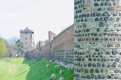 Mittelalterliche Wand mit Scharfem Lizenzfreies Stockfoto